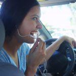 נהיגה עם אוזניות
